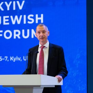 Boris Lozhkin speaks at the inaugrual Kyiv Jewish Forum in 2019